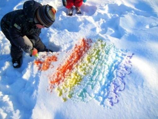 Сказочный снег - рисование красками на улице