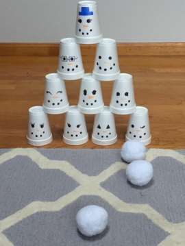 Боулинг из снеговиков