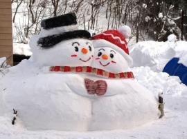 Лепим снеговика весело!